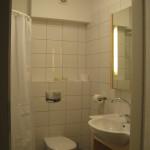 Typowa łazienka z prysznicem, 5a Hotel Services Koszalin